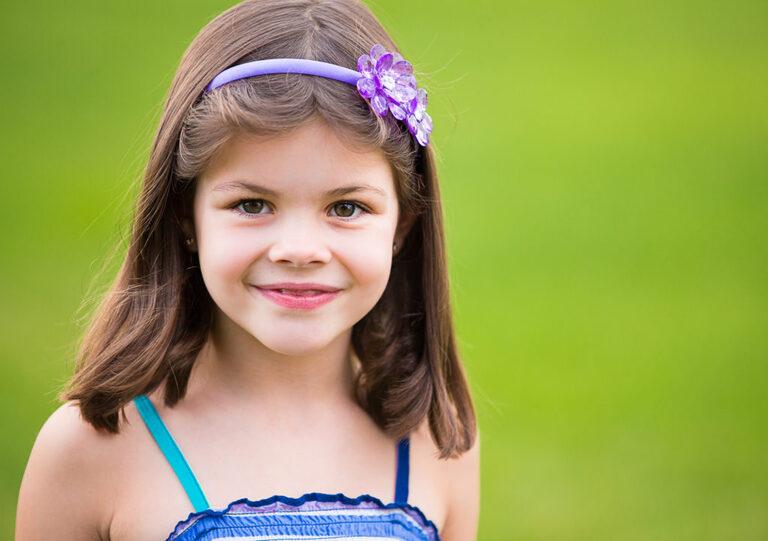 child portraits in backyard